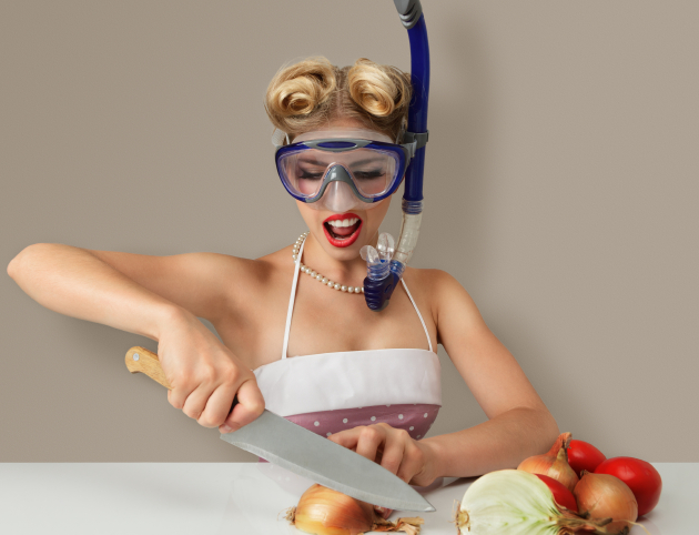 kitchen tips: woman chopping onions