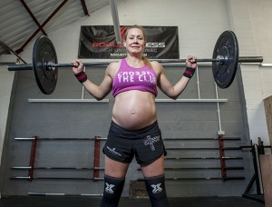 Katja lifts 100 kilo weights whilst 8-months pregnant