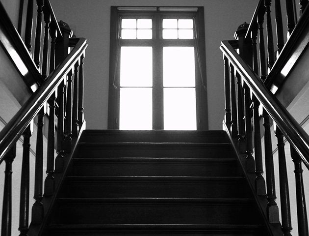 12 signs your house could be haunted