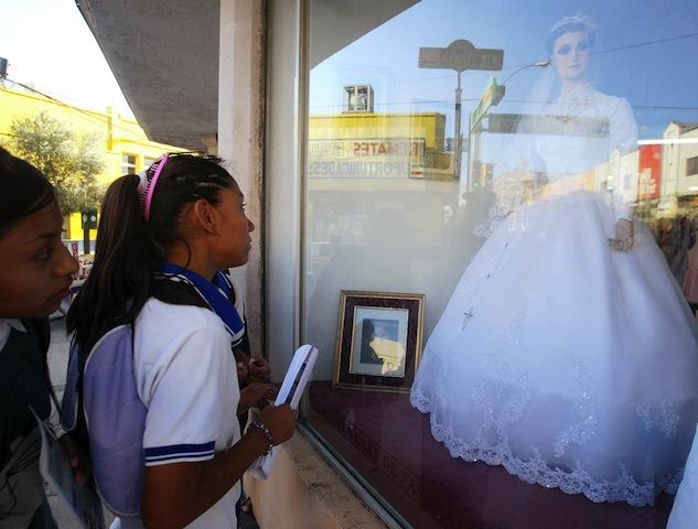 068ac7a50e6b Is La Pascualita a shop mannequin or a real-life corpse bride?