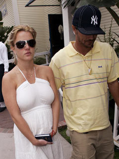 Britney Spears and husband Kevin Federline leaving the Moonshadows restaurant in Malibu, California, America - 25 May 2005