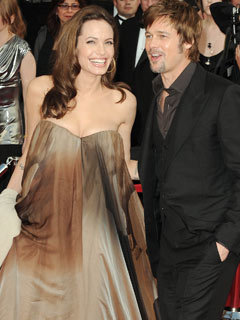 ed1a604b0f2 Angelina Jolie wears  maternity dress  to SAG Awards - CelebsNow