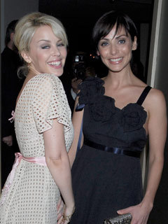 Photo of Natalie Imbruglia & her friend  Kylie Minogue