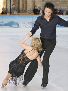 Gareth Gates masters the ice