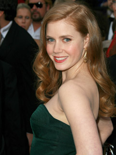 Amy Adams wears it long