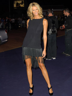 Elle Macpherson gets her legs out