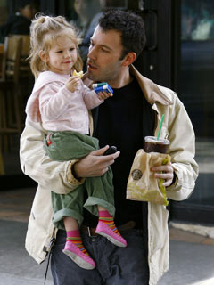 Ben Affleck takes his daughter out for a stroll