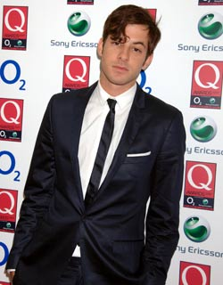 Mark Ronson shimmers in a suit