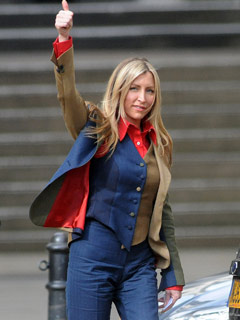 OMG! Look at Heather Mills' horrible outfit