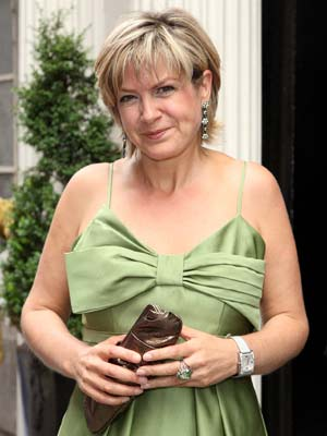 Penny Smith gets all dressed up