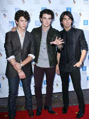 Jonas Brothers reach out