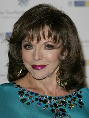 Omg See Pics Joan Collins Almost Loses Her Wig Celebsnow