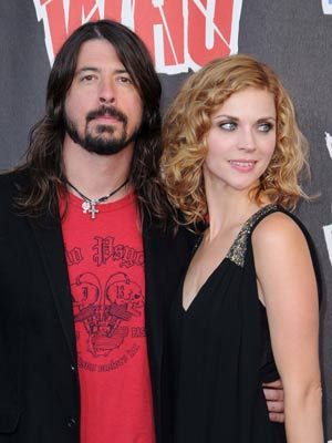 Dave Grohl to become a dad again - CelebsNow   300 x 400 jpeg 21kB
