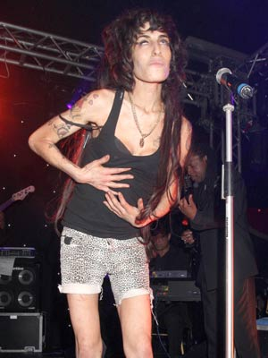 SHOCK PICS! Amy Winehouse snapped worse than ever - CelebsNow