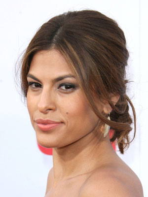 Eva Mendes perfects the art of casual glamour