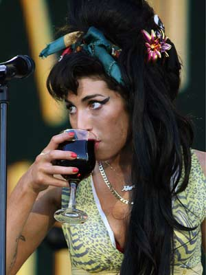 Amy Winehouse keeps herself refreshed