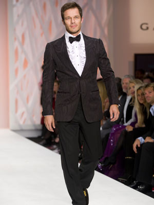 Fashion For Relief: Paul Sculfor shows why the ladies love him