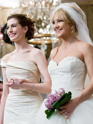 Anne Hathaway Wedding.Kate Hudson And Anne Hathaway Cut More Than Wedding Cake In Bride