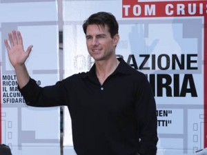 Tom Cruise  | Tom Cruise greets the fans  | Pictures | Now Magazine | Celebrity Gossip