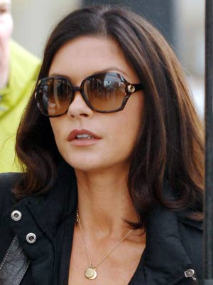 Catherine Zeta-Jones chills out on set