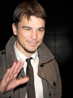 Josh Hartnett makes an effort