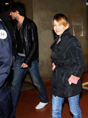 Kylie Minogue | Kylie Minogue keeps her distance | Pictures | Celebrity gossip | now magazine
