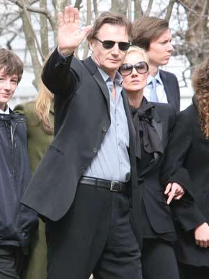 Liam Neeson  | Liam Neeson greets the crowd| Pictures | Now magazine | Celebrity gossip