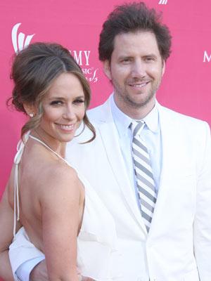 Jennifer Love Hewitt  | Jennifer Love Hewitt  and Jamie Kennedy go public | Pictures | Now magazine | celebrity gossip