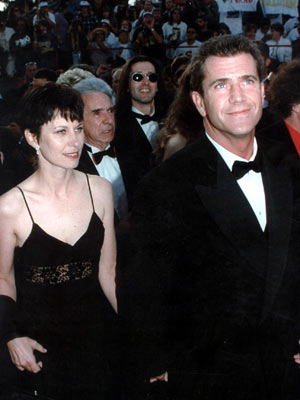 Mel Gibson and wife Robyn Moore | Mel Gibson and wife Robyn Moore at the Oscars 1997 | Now Magazine