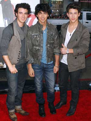 Jonas Brothers | Jonas Brothers stick together | Pictures | Now magazine | celebrity gossip