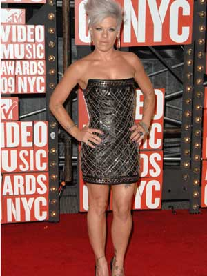 ab01b150 Pink | Pink at the MTV Video Music Awards | Now Magazine | Celebrity Gossip