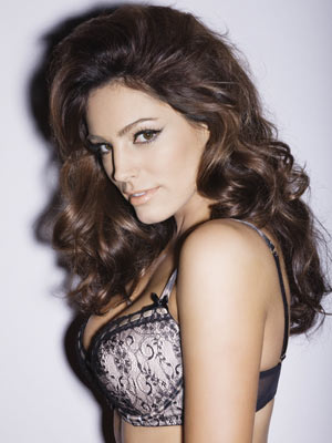 01cff44d64 VIDEO Kelly Brook strips for Ultimo campaign - CelebsNow