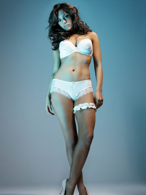 Kelly Brook strips off for new Ultimo range - CelebsNow 9f9536e41