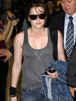 Twilight stars hit Korea for Eclipse premiere | Kristen Stewart | Pictures | Celebrity Gossip | Now Magazine
