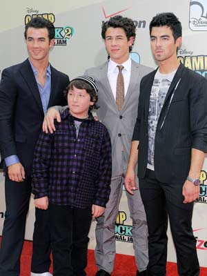 Jonas Brothers' Best Musical Moments: 'Lovebug,' 'Burnin ...