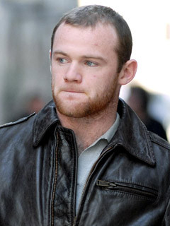 Wayne Rooney shopping in Milan