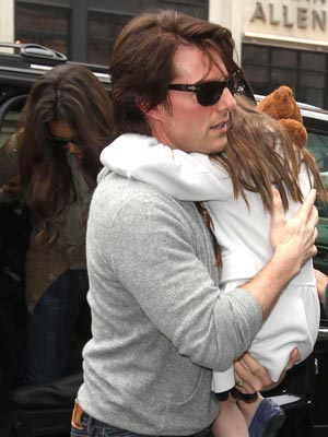 Tom Cruise Katie Holmes and Suri Cruise | New York | Pictuers | Photos | New | Now Magazine