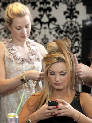 Sam Faiers gets her hair done at the Kensington hair salon boutique, Tatiana Hair Extensions | Photos | Pictures | New | Now Magazine