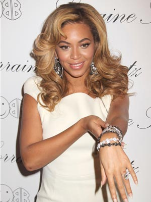 Loved-up Beyonce shows off new wedding finger tattoo - CelebsNow