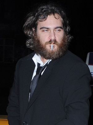 Joaquin Phoenix | Joaquin Phoenix smokes a cigarette | Celebrity smokers | Now magazine | Celebrity gossip