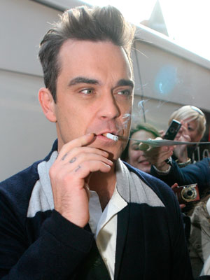 Robbie Williams   Celebrity Smoker   Pictures    Now   Photos   Celebrity gossip