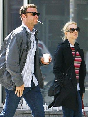 Celebrity Smokers   Liev Schreiber and Naomi Watts   Pictures   Now Magazine   Celebrity Gossip