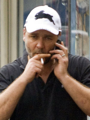 Celebrity Smokers | Russell Crowe | Pictures | Now Magazine | Celebrity Gossip