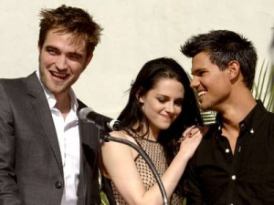 Robert Pattinson,  Kristen Stewart and Taylor Lautner | Twilight Hand And Footprint Ceremony | Pictures | Photos | New | Celebrity News