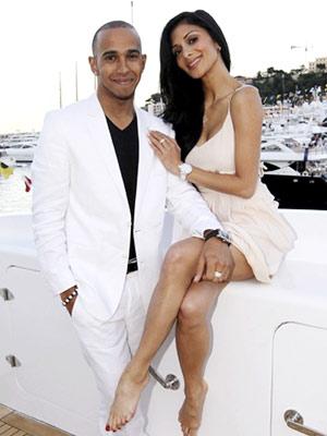 who is steve jones dating 2011