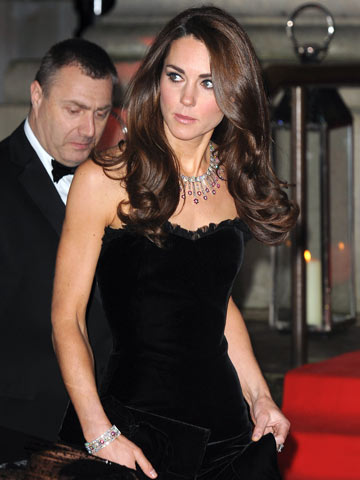 Kate Middleton Shows Off Bottom To Rival Sister Pippas In Hot