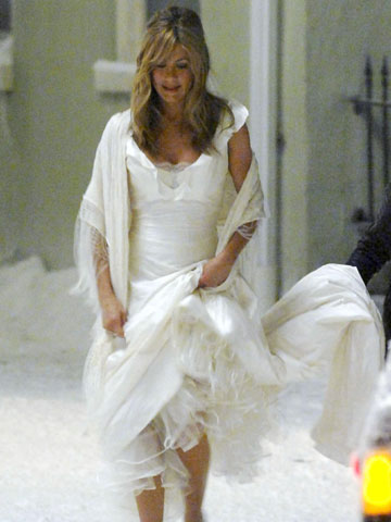 Forget about Angelina Jolie, what wedding dress will Jennifer ...