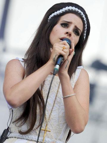 Lana Del Rey | Celebrity Hair | Dark beehive | Nancy Sinatra | Now Magazine | Celebrtiy Gossip | Hair News