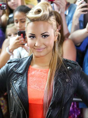 Demi Lovato Celebrity Hair Pictures New Styles Latest Hair Now