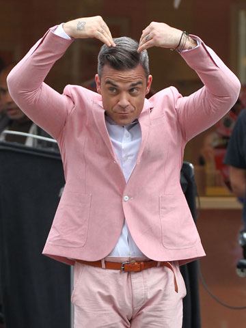 Robbie Williams Mobot   New Pictures   London 2012 Olympics   Pictures